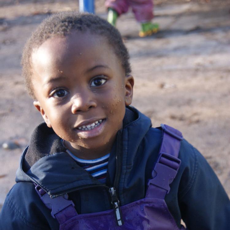 Junge dunkelhäutig Portrait